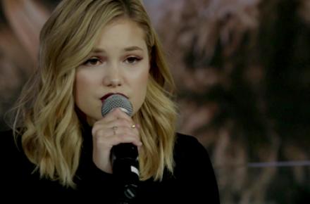 Olivia Holt apresenta três canções no Honda Stage da iHeartRadio
