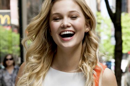"""""""Eles são muito carinhosos"""", Olivia fala sobre fãs brasileiros em entrevista"""