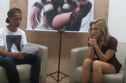 "Olivia Holt concede entrevista ao canal ""Entreter"""