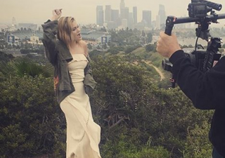 Imagens de Olivia Holt gravando suposto novo videoclipe são divulgadas