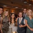 Fotos da Olivia Holt no casamento do Jason Earles são divulgadas