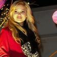 """Olivia Holt lança música com tema natalino; ouça """"Christmas (Baby Please Come Home)"""""""