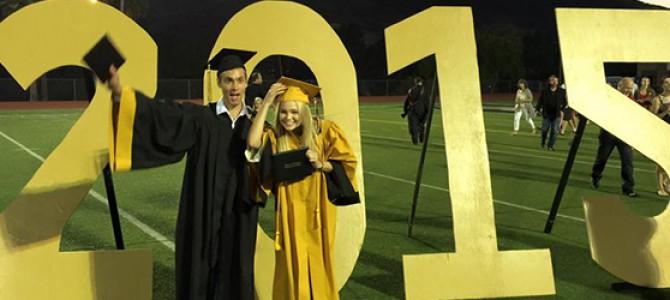 Olivia Holt se forma no ensino médio; veja várias fotos da cerimônia