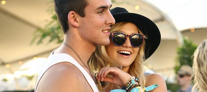 Olivia Holt comparece ao segundo dia do festival Coachella; veja várias fotos