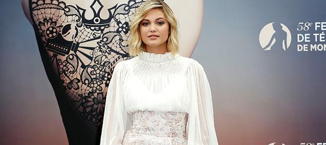 """Olivia Holt comparece ao photocall de """"Cloak & Dagger"""" no Monte Carlo International Television Festival; veja fotos"""