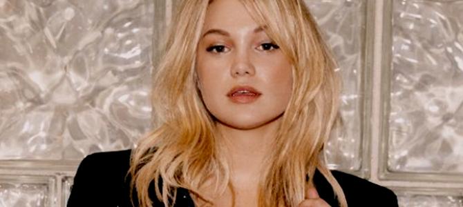 Nova imagem de Olivia Holt posando para o ensaio fotográfico da Hollywood Records é divulgada
