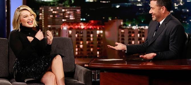 """Olivia Holt comparece ao """"Jimmy Kimmel Live!""""; assista a entrevista e veja fotos"""