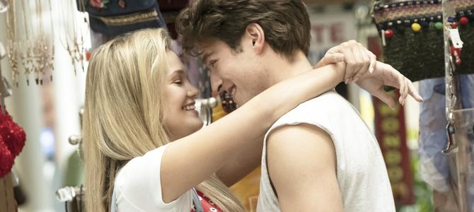 """Cruel Summer"": Nova série da Olivia Holt debuta com nota 80 no Metacritic"