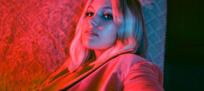 """Olivia Holt lança prévia de """"Next""""; ouça"""