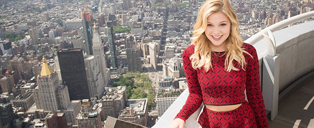 Olivia Holt posa para sessão de fotos no Empire State Building